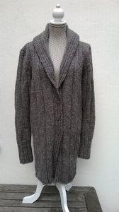 slankmakend vest van wol van shetlandschaap